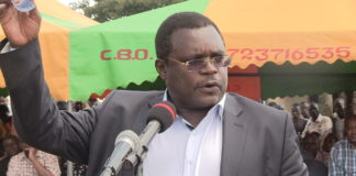 Bungoma governor Ken Lusaka as he addressed mourners at the funeral in Tongaren