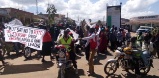 KANU supporters on the streets of Makutano demonstrating against remarks made by the Deputy President