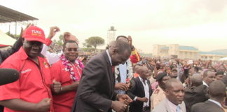 DP Ruto and other leaders dancing on the stage after arriving at Mayuba stadium in Sirisia