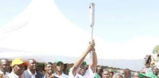 Vihiga Governor lifts the devolution torch at Kiboswa market in Vihiga