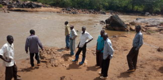 Residents at the bank of river Nzoia