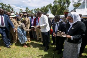 President Uhuru Kenyatta and Deputy president William Ruto handing out title deeds in Chepyuk