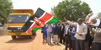President Uhuru Kenyatta commissioning the tarmacking of Malaba-Angurai road in Busia County