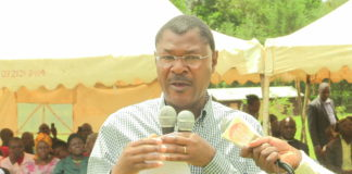 Opposition and Ford Kenya party leader Moses Wetangula addressing county residents