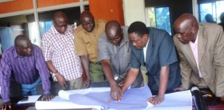 Busia Deputy Governor Kizito Wangalwa (second left) with a team of surveyors inspecting the contentious boundary in Mayenje (Kenya) and Buyengo(Uganda) on Tuesday