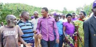 Machakos Governor Dr. Alfred Mutua with Maendeleo Chap Chap Supporters when he toured vihiga this Weekend.
