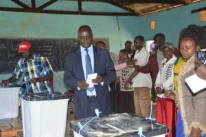 Residents witness Governor Kachapin casting his vote