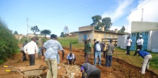 The youth from Lugari manually rehabilitating the impassable roads