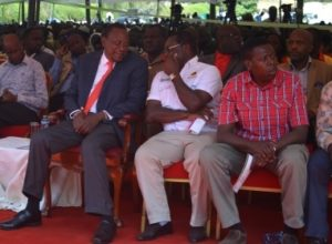 President Uhuru Kenyatta having a chat with Bungoma Governor Kenneth Lusaka