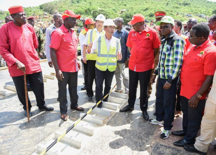 President Uhuru Kenyatta together with Deputy President William Ruto, Water CS Eugene Wamalwa, Bungoma Governor Ken Lusaka and Ababu Namwamba inspecting the ongoing construction works of Sigiri Bridge in Budalangi, Busia County
