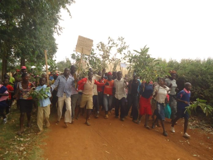 Agitated parents during the demonstrations