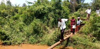 Residents of Kamusinga and Kamasielo have been forced to use a log as a temporary solution