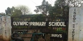 Residents had blocked the entrance to Olympic Primary School in Kibra, Nairobi earlier in the day, before police officers removed the barricade