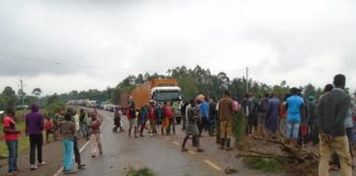 Traffic snarl up after boda boda operators blocked Eldoret-Webuye highway at Ofusa area