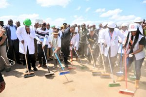 President Kenyatta leads a cleaning session