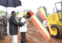 Deputy President William Ruto and Uganda President Yoweri Museveni during the launch of the Kapchorwa-Suam road