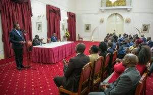 President Kenyatta addressing Western Kenya leaders during the meeting. (PHOTO/PSCU)