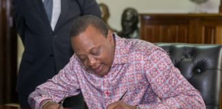 President Kenyatta signing the Division of Revenue Amendment Act.(PHOTO/PSCU)