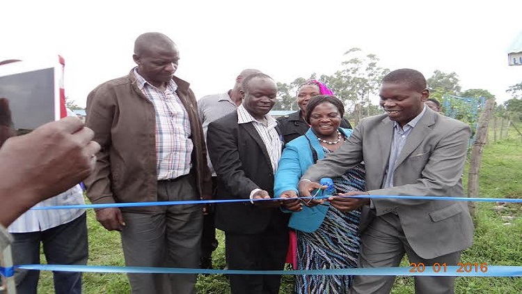 Kakamega county executive member in charge of water Robert Sumbi officially launch the water project/Photo/Wawire Brendah West Fm