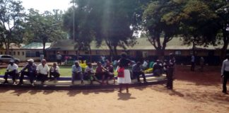 There was confusion at Moi Primary School during Jubilee polls as voting material delayed. Primaries in Mt Elgon have been postponed