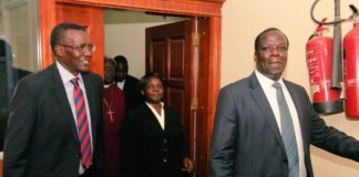 Chief Justice David Maraga with Kakamega Governor Wycliffe Oparanya when he paid him a courtesy call in his office