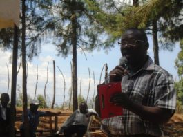 Lugari branch KNUT vice chair Clyde Jogoo addressing parents in Matete