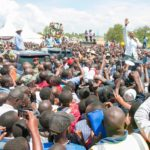 President Uhuru Kenyatta addressing residents in Kisumu. (PHOTO/PSCU)