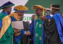 President Uhuru Kenyatta receiving the Doctor of Sciences Honorary Degree of Jaramogi Oginga Odinga University of Science and Technology. (PHOTO/PSCU)