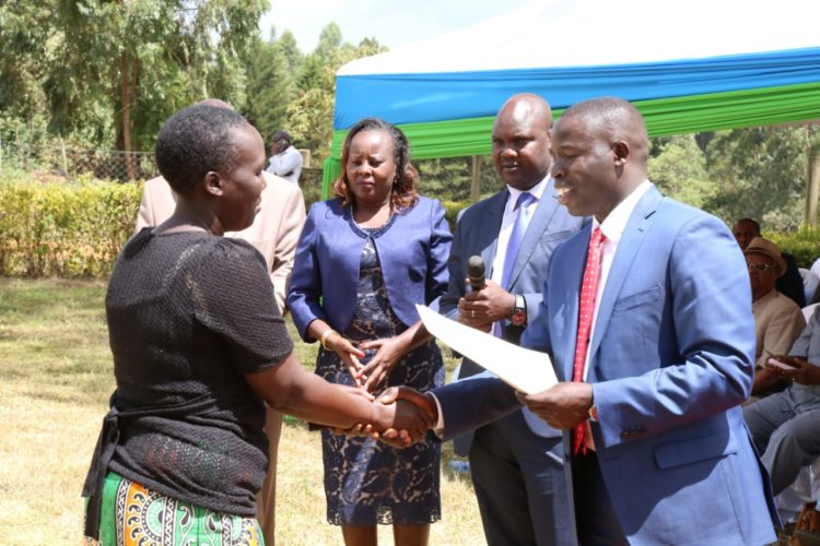 Nandi Governor Stephen Sang issuing contract letters to County staff