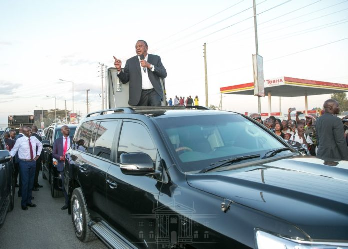 President Kenyatta speaking at Kitengela. (PHOTO/PSCU)
