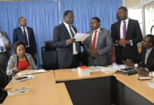 Raila Odinga in a meeting with University student leaders