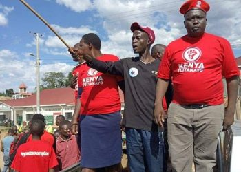 Chaos erupted after supporters of Governor Lonyangapuo and members of the Mulmulwas movement clashed