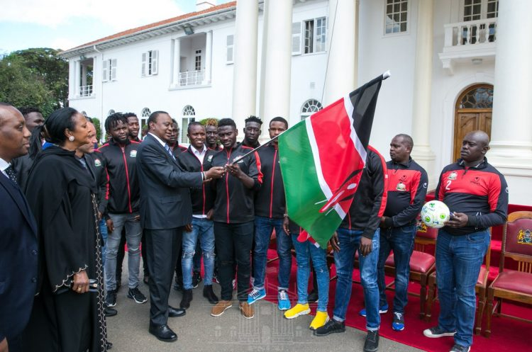 President Uhuru Kenyatta met the Harambee Stars at State House. PHOTO/PSCU