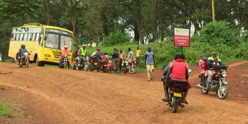 Locals entering Uganda through Suam Border
