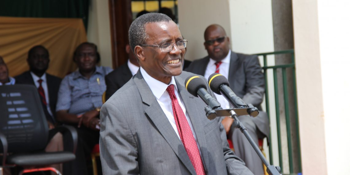 Chief Justice David Maraga addressing staff of Vihiga Law courts and Vihiga residents after opening a new Court building that was funded by the World Bank.