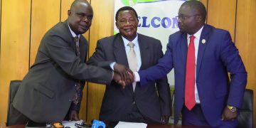 Nzoia Sugar MD Mike Wanjala (right) with board chairman Joash Wamang'oli and outgoing MD Ignatius Wafula