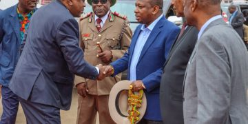 President Uhuru Kenyatta being welcomed by Nairobi Governor Mike Sonko at the commissioning of the revamped Dandora KCC. Photo/PSCU