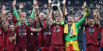 Liverpool players lifting the trophy