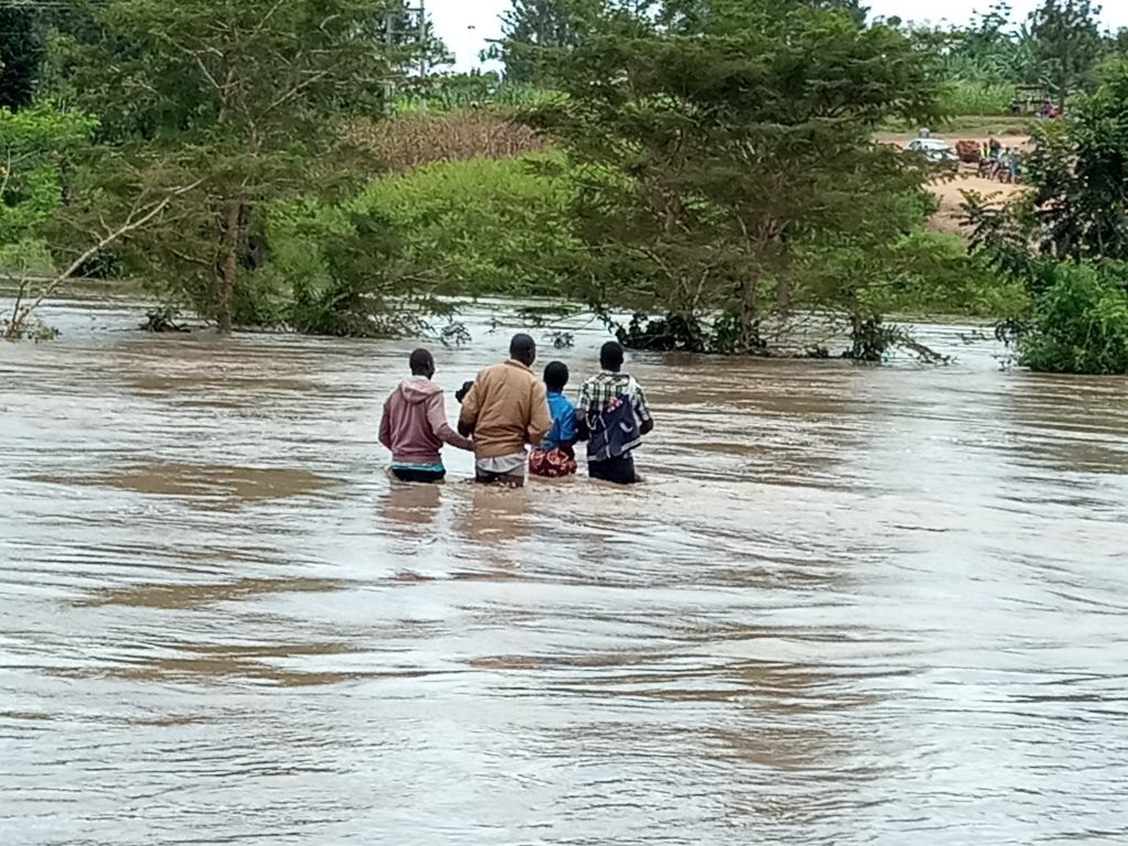 Locals try to cross river Malakisi at Machakus bridge