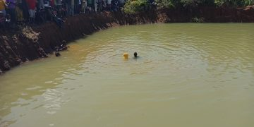 Divers searching for the body of the pupil in the quarry