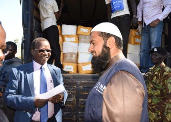 The West Pokot Governor received the donations from Al–Khair Foundation, Kapenguria business community and staff from one supermarket in the County
