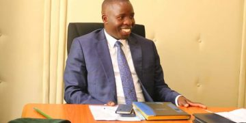 Nandi Governor Stephen Sang during the meeting with KFS, and Environment Ministry officials
