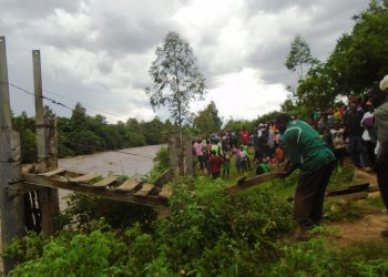 Kiwanja Ndege residents when they destroyed the temporary bridge following orders by the area MP Ayub Savula