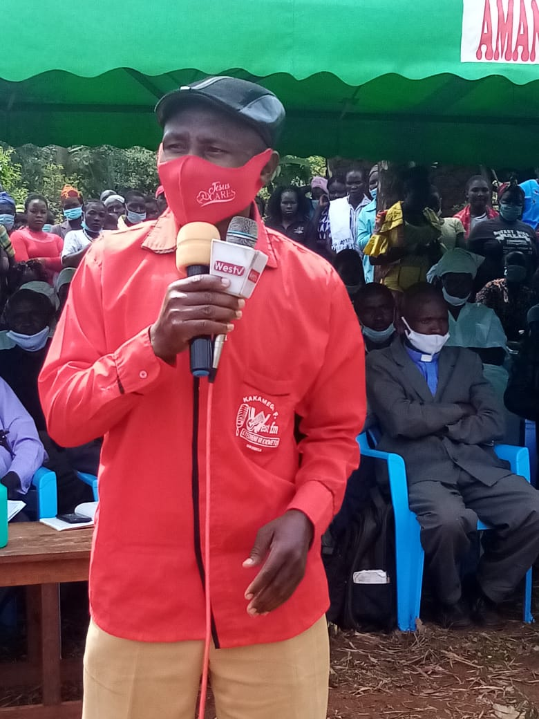 West Media fans Kakamega Flying Umbrella chairperson Chris Nyongesa addressing mourners