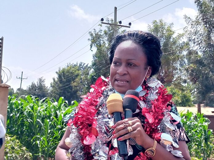 Kakamega County Women Rep Elsie Muhanda addressing traders and residents of Seregeya during the lauch of high mast lights